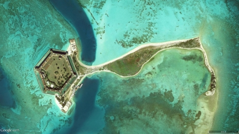 Satellite imagery of Garden Key (left), Bush Key (center), and Long Key (right), as extracted from Google Earth on August 6, 2015. Imagery captured on December 17, 2014. Eye altitude: 1.67 km.